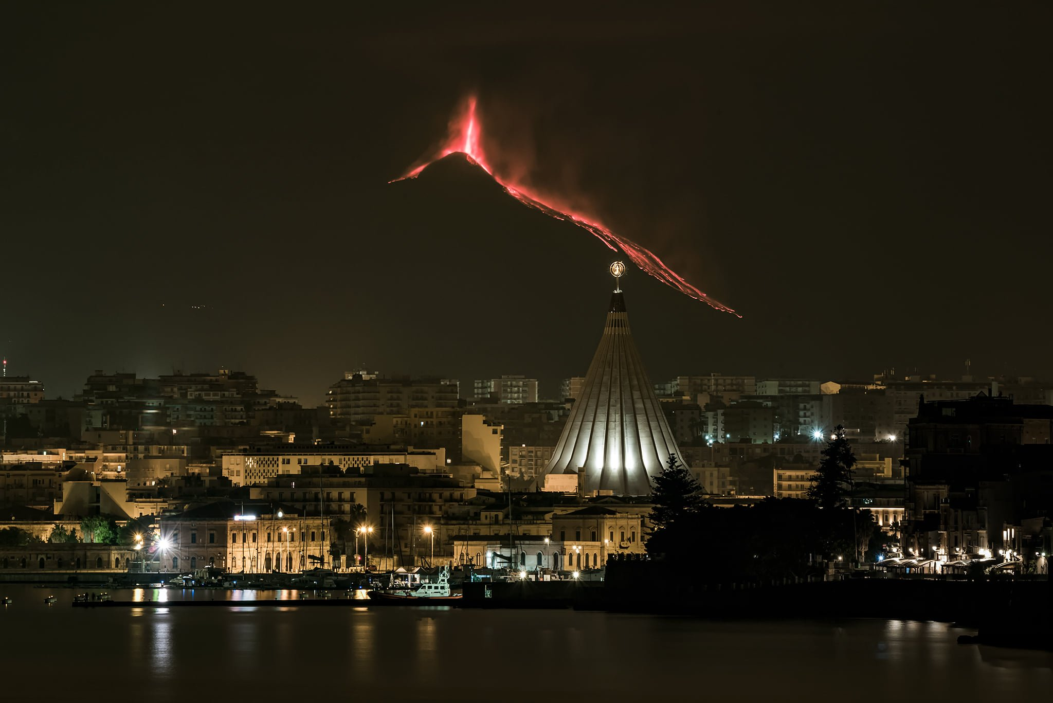4th eruption, 20th feb 2021. View from city Siracusa, Massimo Tamajo