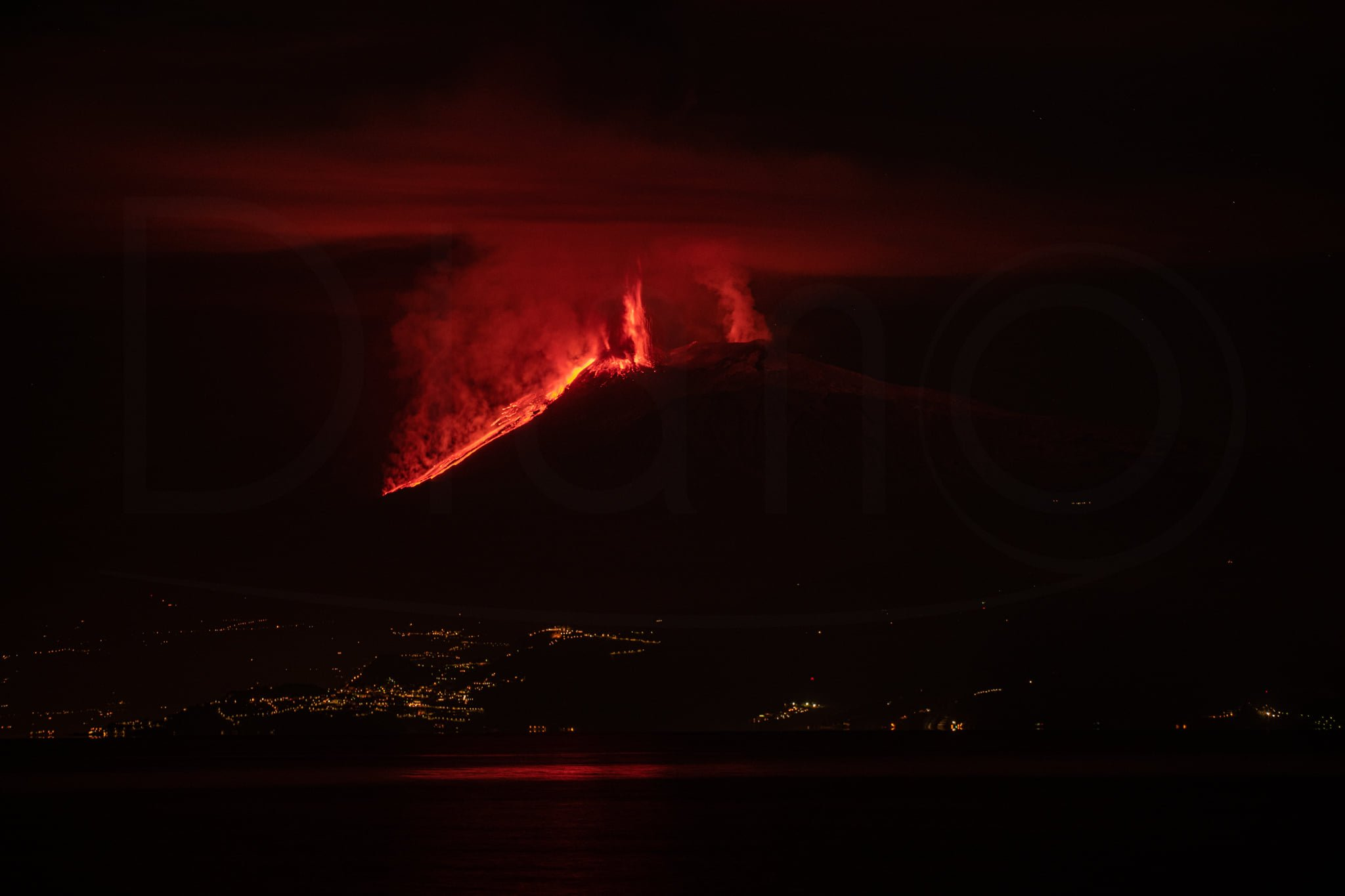 4th eruption, 20th feb 2021. View from Calabria, 70 km far,A. Diano