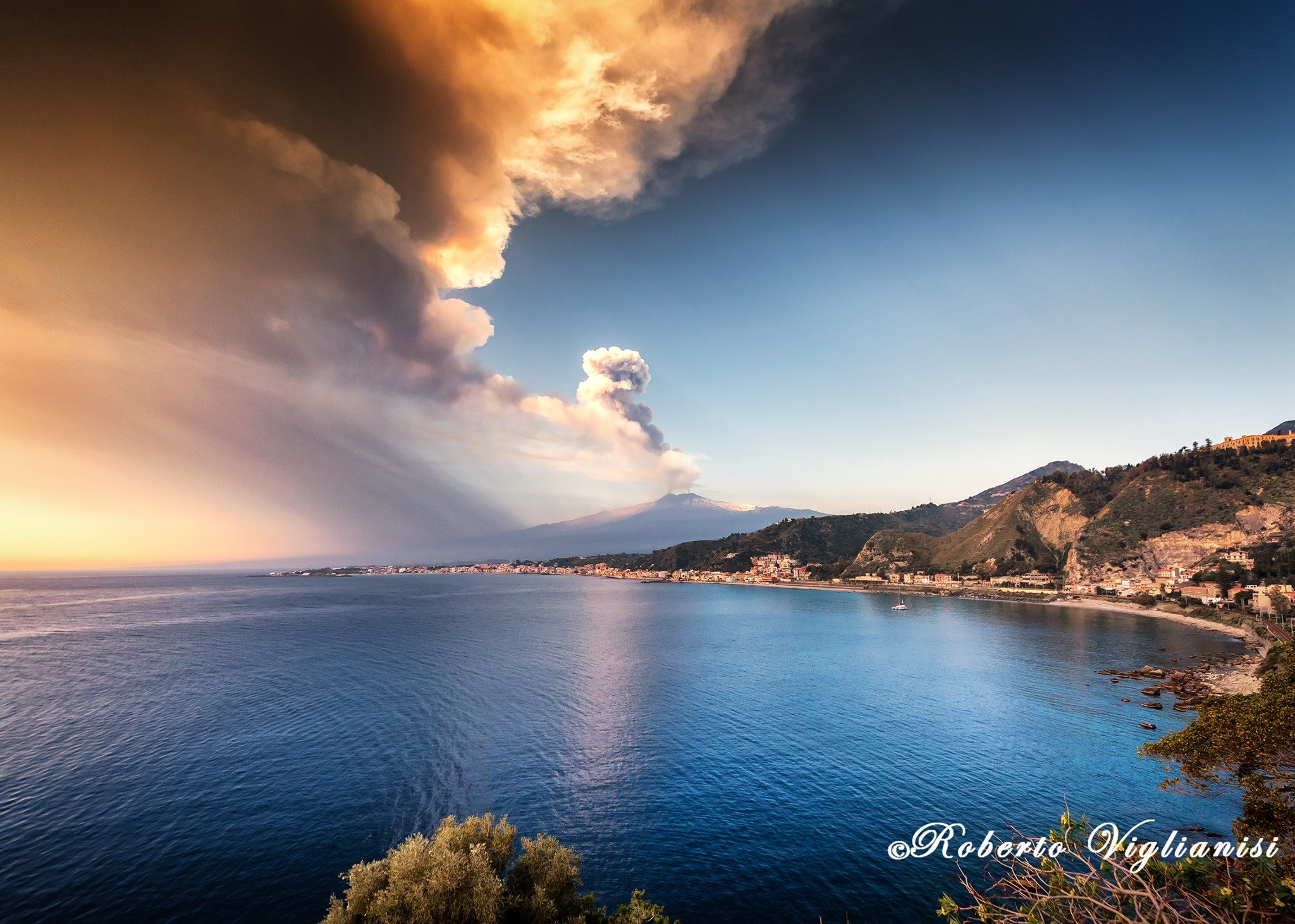 7th eruption, 28th feb 2021. The view from Capo Taormina, Viglianisi