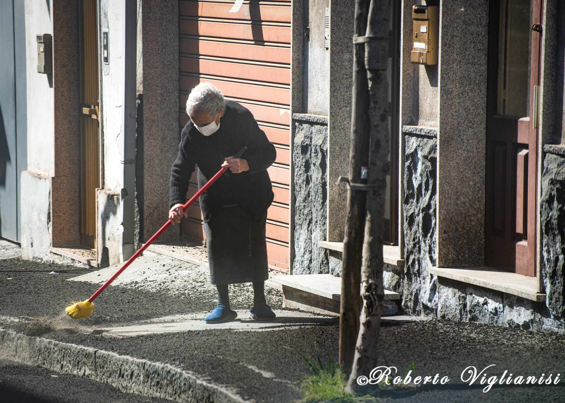 7th eruption, 28th feb 2021. Cleaning the roads, Roberto Viglianisi